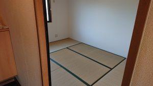 和室(出入口あたり若干へこみあり、北東畳色あせあり)